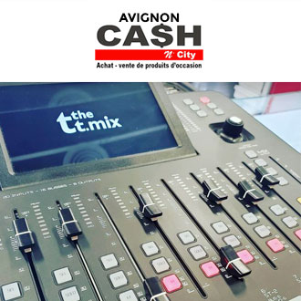 Cash'n City  - Arrivage d'une table de mixage